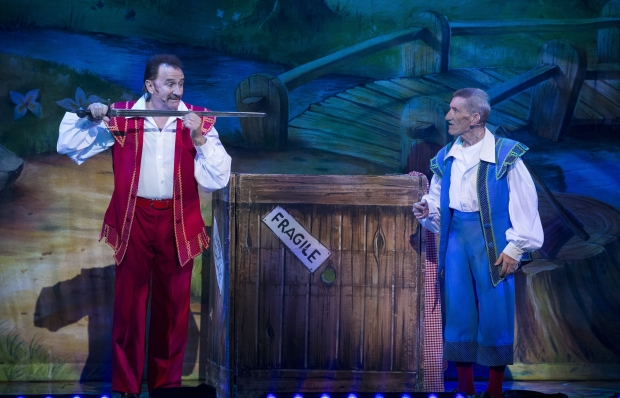 Craig Revel Horwood, Snow White and the Seven Dwarves, Mayflower Theatre.