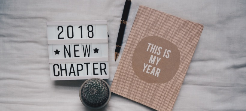 2018 goals flatlay with lightbox and diary