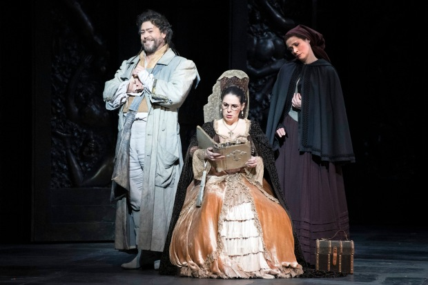 wno_don_giovanni_-_david_stout_leporello_elizabeth_watts_donna_elvira._photo_credit_richard_hubert_smith_-_1147