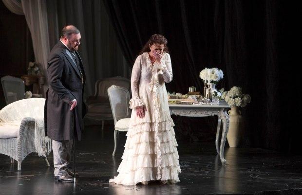 WNO La traviata - Roland Wood (Giorgio Germont) and Linda Richardson (Violetta). Photo credit Betina Skovbro - 3283a