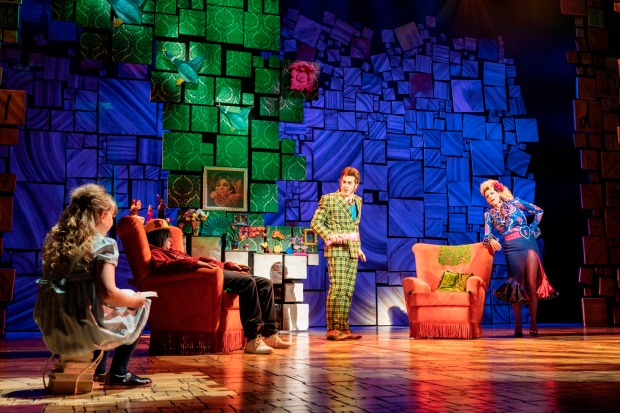 4-RSC-Matilda-The-Musical-UK-Ireland-Tour.-Sebastien-Torkia-Mr-Wormwood-and-Rebecca-Thornhill-Mrs-Wormwood.-Photo-Manuel-Harlan