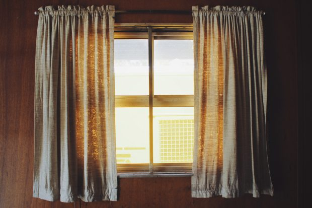 two-white-rod-pocket-curtains-910458